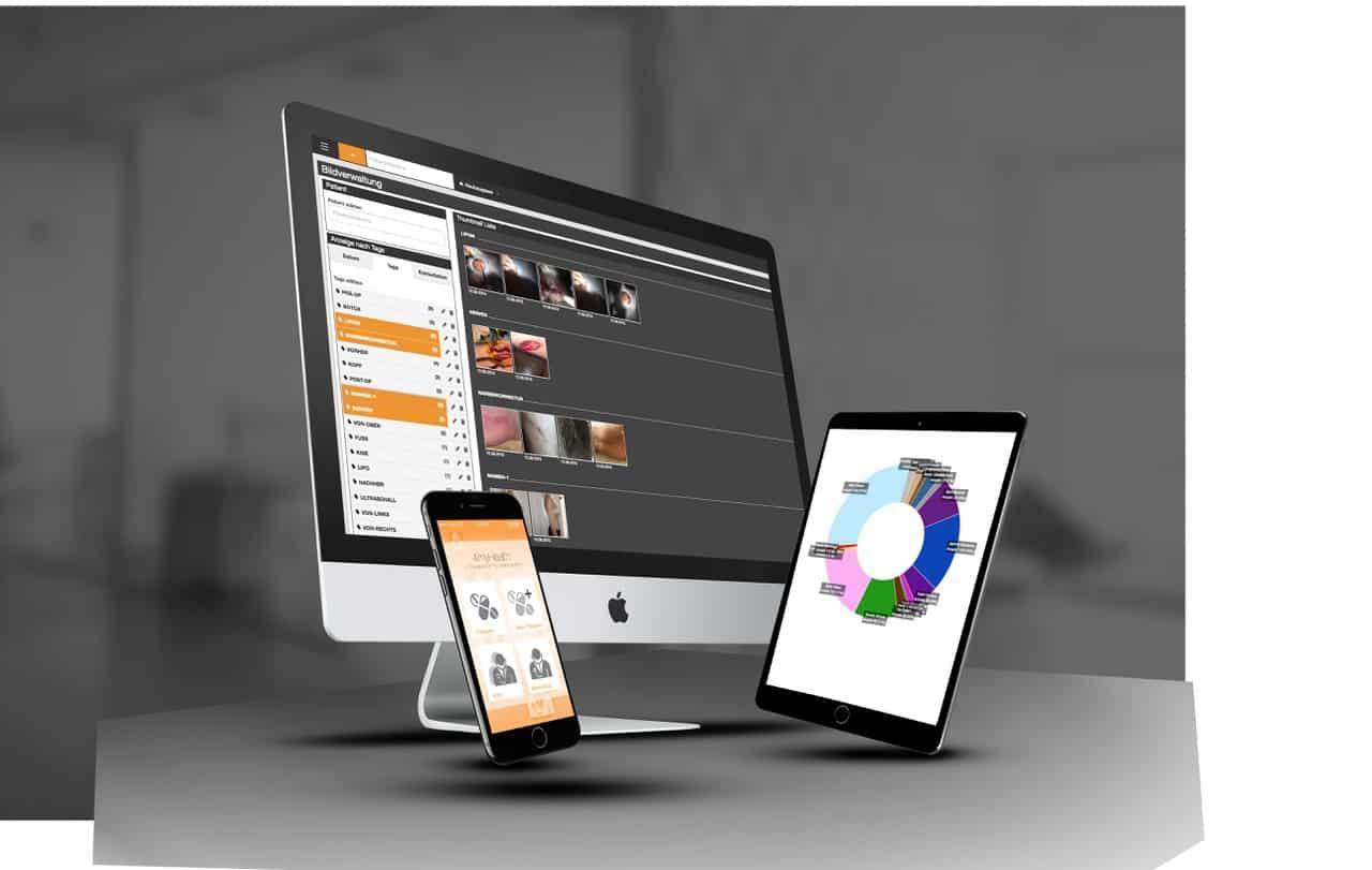 Monitor, Smartphone und Tablet mit Screenshots von der 4myHealth Praxissoftware